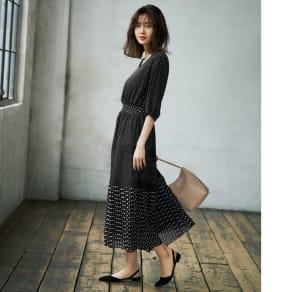 ランダムドット 切り替え裾プリーツ シフォンワンピース 写真