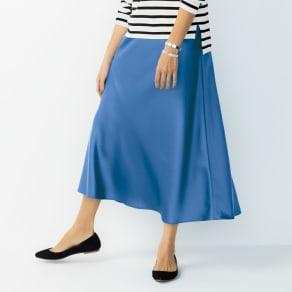 サテンフレアスカート 写真