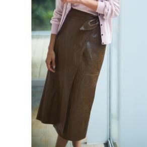 フェイクレザーラップスカート 写真