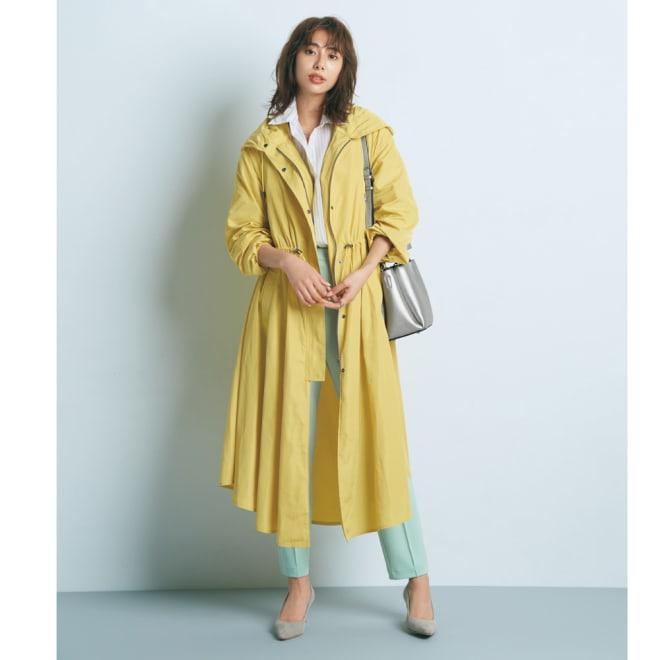 キルトインナー付き モッズ風ドレスコート (ア)イエロー(インナーはベージュ) モッズ風ドレスコートをメインに 春色コートのフレッシュ感を高めるワンピースライクなシルエット コーディネート例