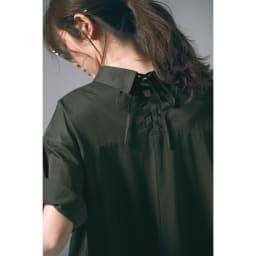 後ろレースアップ テントラインワンピース Back Style 袖を折り返して着用しています。 コーディネート例