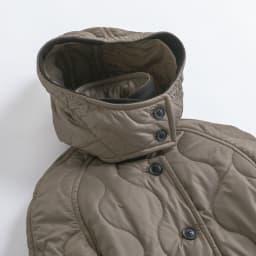 LONDON Tradition/ロンドントラディション キルティングコート(イギリス製) フードのフロントは風除けにもなるように襟を高い設定に。