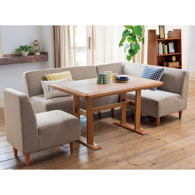 【3長方形】120×75cm アルダー天然木ダイニングこたつシリーズ こたつテーブル (ア)ナチュラル シリーズ商品ダイニングこたつソファとの組み合わせ例。