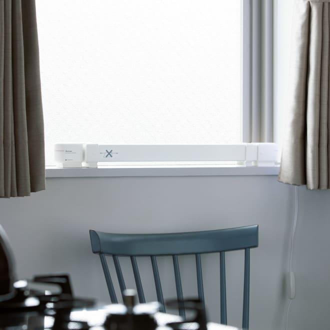 結露と冷気を抑制!「窓際ヒーター」 幅60~90cm伸縮式 キッチンやトイレなどの幅の狭い窓にも置ける60~90cm伸縮式。