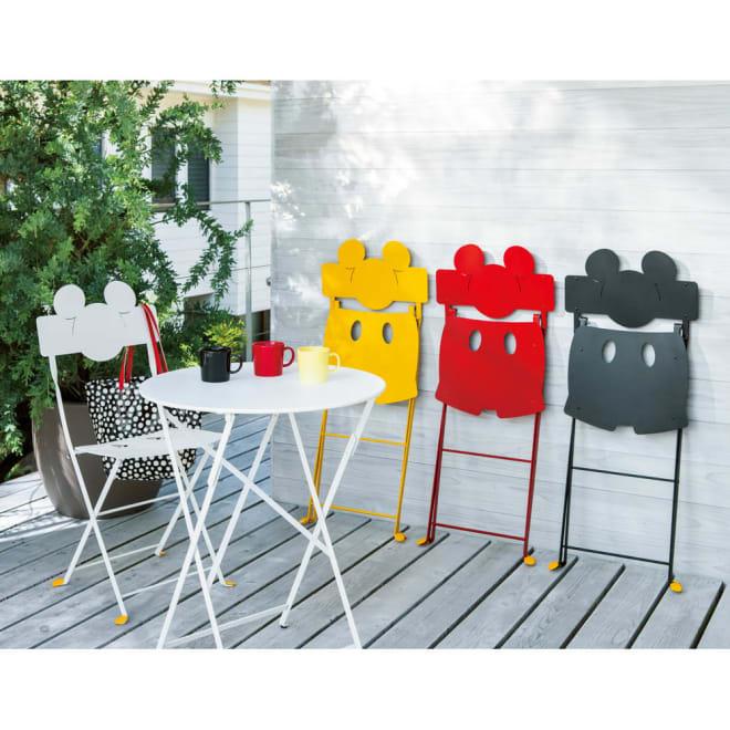 フランス製ビストロ ミッキーチェア1脚 ミッキーチェアは、畳むとミッキーの立ち姿に!左から(ア)ホワイト (イ)ハニー (ウ)レッド (エ)リコリッシュブラック