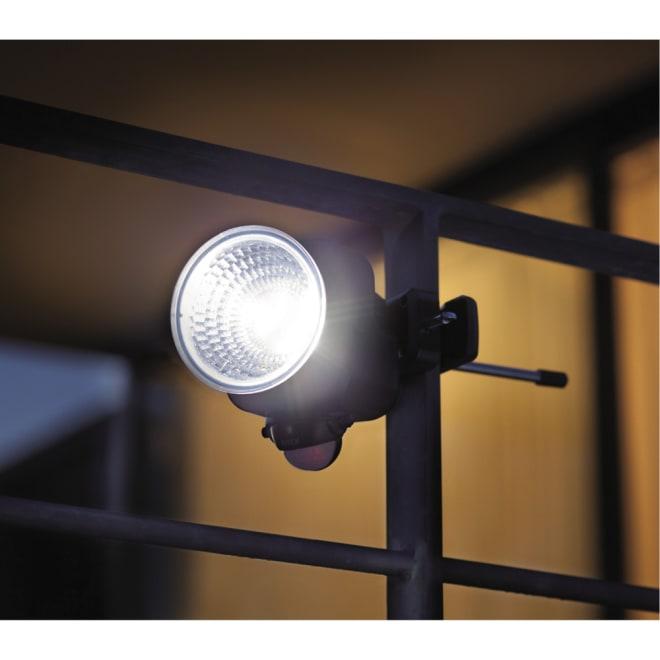 明るい!電池式防犯人感LEDライト ※台風や暴風雨には対応していません。