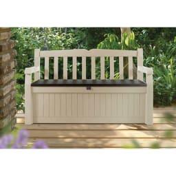 KETER社製ガーデン収納ベンチ 雨に強いプラスチック製のカントリー調ベンチ。