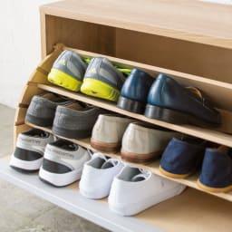 座れるシューズ収納ベンチ 幅75cm 仕切り板2枚使用時 仕切り板は可動式で、靴の高さに合わせて4段階に位置調整でき、枚数も変えられます。