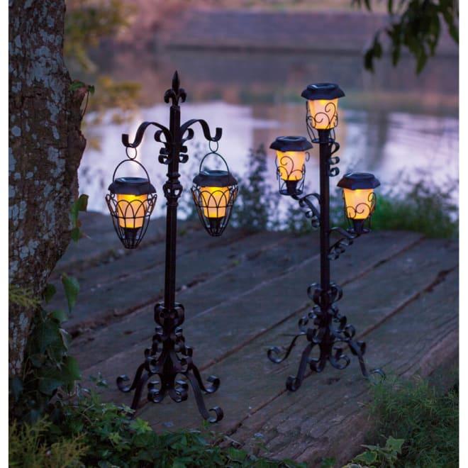 ソーラーライトスタンド 吊下げ2灯タイプ 使用イメージ(点灯時) ※お届けは左の「吊下げタイプ2灯」です。