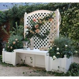 ドイツKHW社製 トレリス&プランターベンチ 腐食に強いプラスチック製です。植物が素敵に映えるシンプルなシルエット。
