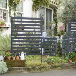 プロのように仕上がる欧風ボーダーフェンス ロータイプ用・ハイタイプ用ゲート ハイフェンス(別売)と組み合わせると、目隠し用に便利です。※お届けはゲート単品です。