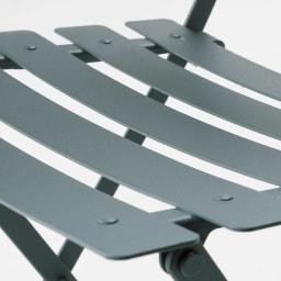 フランス製ビストロテーブル&チェア ビストロチェア2脚組 体がスッと収まる絶妙な曲線。