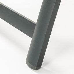 ファーストクラスファニチャー 正方形3点セット フレームは、サビに強く耐久性にも優れたアルミ製。