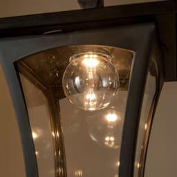 プランター付きソーラーライト 2灯 お庭やエントランスの雰囲気がぐっと華やぐ暖色系の灯りです。