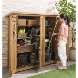 3つ扉シンプル木製収納庫 (イ)ブラウン 省スペースでも出し入れラクラク。