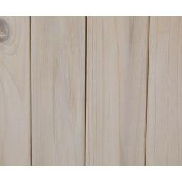 3つ扉シンプル木製収納庫 木目がうっすらと見える、ホワイトウォッシュ仕上げです。