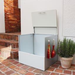 ガルバ製ゴミ保管庫 レギュラータイプ 幅69奥行55cm 側面に小物が掛けられるマグネットフック2個付き。