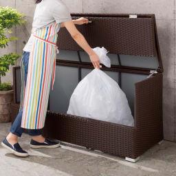 組立不要 ラタン調ゴミ保管庫 幅100cm ※写真は幅130タイプ。