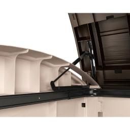KETER(ケーター)社製大型収納庫 L ダンパーでゆっくり静かに開閉。