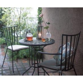 モザイクテーブル&チェア 3点セット(テーブル径60+アームチェアクッション付き2脚組) 写真