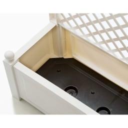 ドイツKHW社製 トレリス付きプランター プランター内部に底板があります。