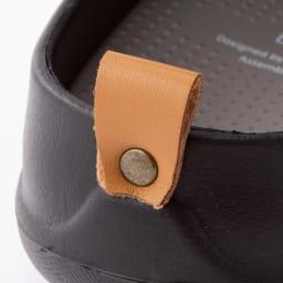 ベランダサンダル 色が選べる2足組 クローズドソール かかとにあしらったポイントタグのデザインがオシャレの1つになります。 ※写真は(ア)ブラック(イ)グレーのデザインです。