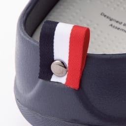 ベランダサンダル 色が選べる2足組 クローズドソール かかとにあしらったポイントタグのデザインがオシャレの1つになります。 ※写真は(ウ)ネイビー(エ)レッドのデザインです。