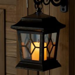 ツールフック付き三角屋根収納庫 幅58 ソーラーライト付 ライトの灯りがゆらめきます。