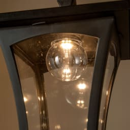 プランター付きソーラーライト 1灯 お庭やエントランスの雰囲気がぐっと華やぐ暖色系の灯りです。