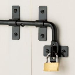 イタリア製物置 三角屋根 充電式電動ドライバー付き 市販の南京錠が使えます。