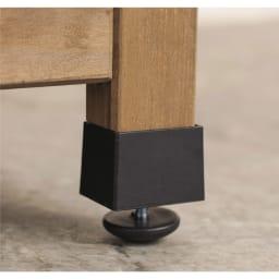 ツールフック付き三角屋根収納庫 幅106cm アジャスターで段差があっても安定設置。