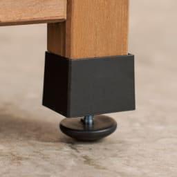 ツールフック付き三角屋根収納庫 幅58cm アジャスターで段差があっても安定設置。