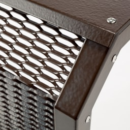 エアコン室外機カバー 大型 公共施設のフェンスにも使用される、サビや劣化に強い耐候密着のコーティング。肉厚のコーティングは、腐食原因のキズから守ります。