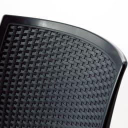 コントラクトチェア2脚組 座面・背面ともに体にフィットするような曲線が快適な座り心地を叶えます。緻密な手編み感が上質な印象。