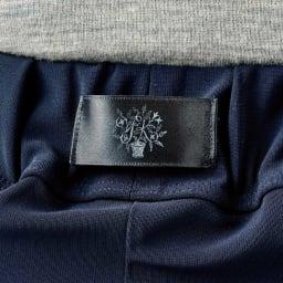 吉谷先生デザイン マルチパンツ 右/腰の中央部にある見せるロゴでセンスアップ。