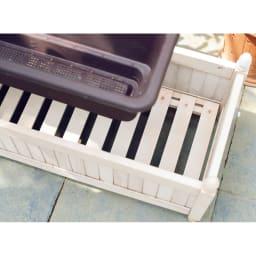 アンティーク風プランターカバー 2個組 取り外し可能なスノコ状の底板付きで、水はけに配慮されています。長方形のプランターはもちろん、丸型プランターを複数個置いても。