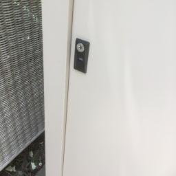引き戸物置 吉谷さんコラボカラー・グレージュ レギュラーロー 鍵付き。