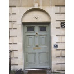 欧風トレリス付きプランターボックス〈セージグリーン〉 高さ161cm 英国では、セージグリーンは建物や家具によく使われています。