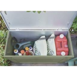 欧風収納ベンチ〈セージグリーン〉 幅90cm ポリタンクなどのかさばるものや肥料をひとまとめにしてすっきり。
