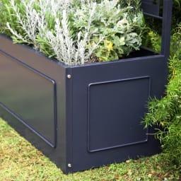 欧風トレリス付きプランターボックス〈ダークグレー〉 高さ161cm 植物が映える落ち着いたカラー。