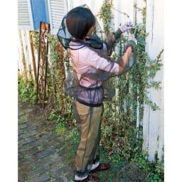 米国バグバフラー社製虫除けスーツ 着用例