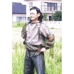 米国バグバフラー社製虫除けスーツ 頭部はファスナー式