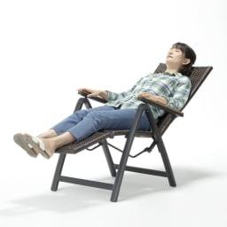 ファーストクラス フットレスト付きデッキチェア リクライニングしてお昼寝も心地いい!