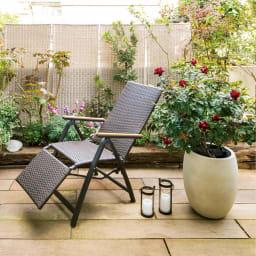 ファーストクラス フットレスト付きデッキチェア 実際の住宅のお庭で使ってみました。お届けはチェアのみです。
