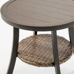 サロンテーブル 天板下にラタン調棚。趣ある異素材使い。
