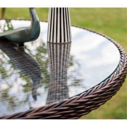 ガラス&ウィッカーシリーズ オーバル 5点セット(オーバルテーブル+チェア4脚) (オーバルテーブル)背景を幻想的に映します。