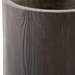 ウッド調プランター シリンダー型M 耐久性の高いセメント素材に木目をリアルに再現。