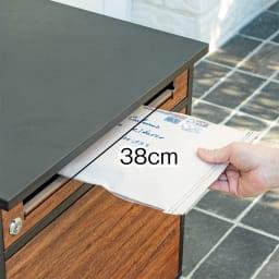 木目調宅配BOX 上段の投函口(高さ4cm)はメール便などに。
