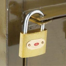 アンティーク調USメールポスト スリム 南京錠付きで防犯にも配慮。