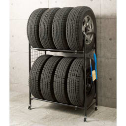 伸縮式タイヤラック カバー付き 使用イメージ(イ)ブラック ※お届けはカバー付きです。